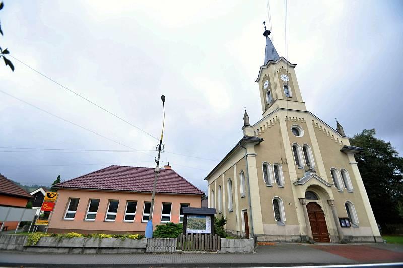 Jablůnka - evangelický kostel a budova pošty