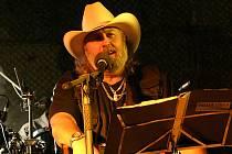 Country zpěvák Tomáš Linka vystoupí v pátek 25. května ve Vsetíně
