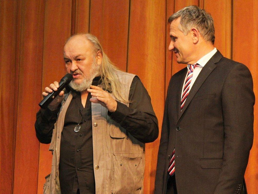 Patron vsetínského Divadla v Lidovém domě František Segrado při jeho otevření po opravě v říjnu 2018