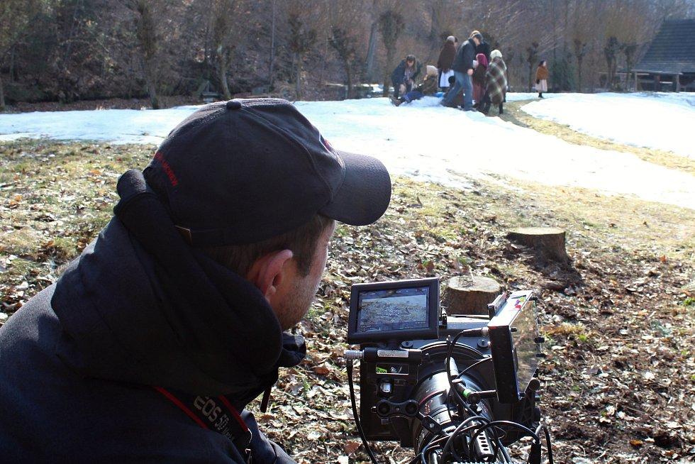 Filmový štáb začal posledního února s natáčením pohádky Největší dar. Z lokalit si filmaři vybrali z velké části prostředí Valašského muzea v přírodě v Rožnově pod Radhoštěm.Kamery se ujal David Ployhar.