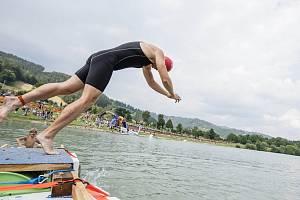 Triatlonový závod VALACHY MAN - plavání.
