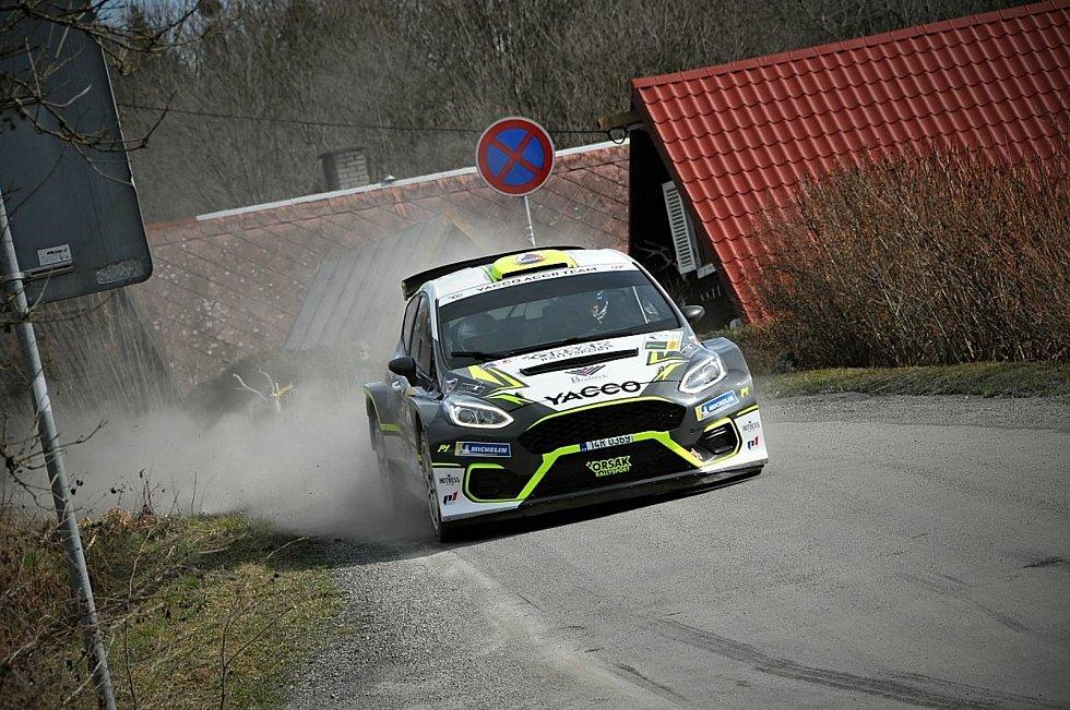 Automobilová soutěž 39. ročník Kowax Valšská rally pokračovala v neděli 2. etapou. Zde průjezdy z dopoledních průjezdů.