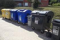 Ve Valašských Kloboukách mají nově i šedé kontejnery na kovový odpad.