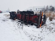 Havarovaná cisterna polské přepravní společnosti Plata v sousedství areálu společnosti Deza ve Valašském Meziříčí; středa 7. února 2018