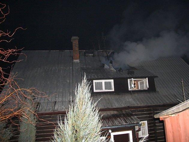 Požár rodinného domu ve Valašských Kloboukách.