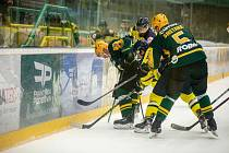 Hokejisté Vsetína (zelené dresy) na Lapači poprvé prohráli.
