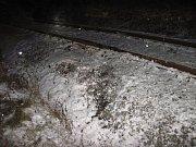 Osobní vozy Volkswagen a Škoda Fabie se v úterý 3. ledna v 1 hodinu ráno srazily v blízkosti železniční trati u Zašové.