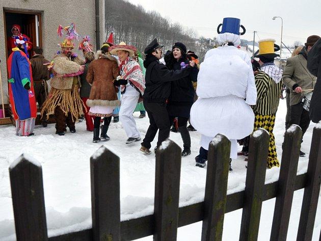 Masopustní obchůzka vLužné na Hornolidečsku, vneděli 10.února 2013.