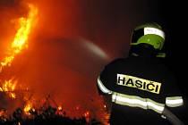 Požár lesa u Ratiboře.