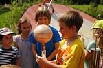 Zahrada valašskomeziříčské hvězdárny se v sobotu 25. července 2020 proměnila na Sluneční soustavu. Návštěvníci mohli z pevně usazených modelů Slunce a planet vyčíst jejich poměrnou velikost, vzdálenost i polohu. Nechyběla možnost pozorovat slunce dalekohl