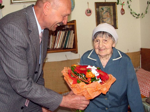 Anežka Zacharová zValašského Meziříčí oslavila 102.narozeniny