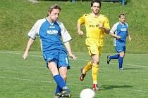 V utkání krajského přeboru Vigantice (modré dresy) – Velké Karlovice+Karolinka se radovali z výhry 1:0 domácí fotbalisté.
