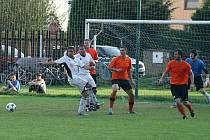 Ratiboř (oranžové dresy) doma na penalty porazila Zašovou.
