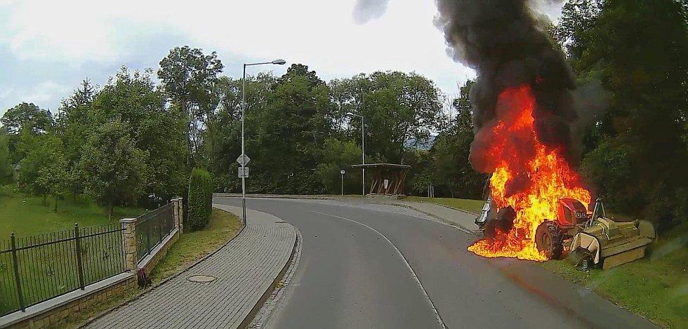 Požár traktoru v rožnovské místní části Hážovice; úterý 23. července 2019