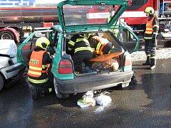 Šestasedmdesátiletý řidič vozu Škoda Felicia nedal v pondělí 22. ledna 2018 v křižovatce ve Valašském Meziříčí přednost přijíždějícímu Volkswagenu Passat.