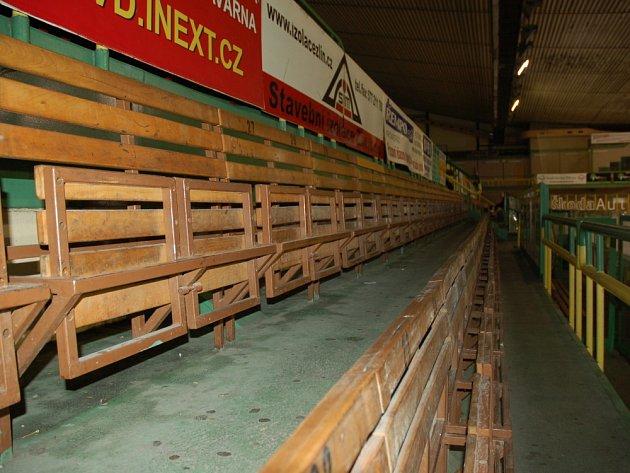 Prázdný vsetínský zimní stadion