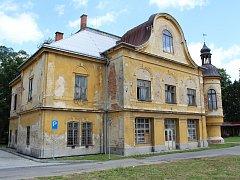 Chátrající zámek Branky. Ilustrační foto.