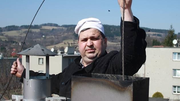 Kominík z Jablůnky Stanislav Hlinšťák varuje před výskytem neodborných či falešných kominíků na Valašsku.
