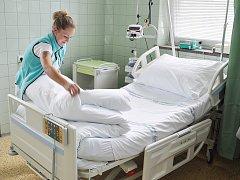 Vsetínská jednotka intenzivní péče získala nová moderní polohovací lůžka.