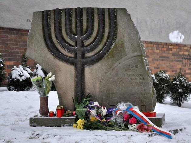 Pomník obětem holocaustu ve Vsetíně. Ilustrační foto.