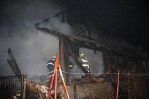 Požár zničil střechu rodinného domu v Poličné.