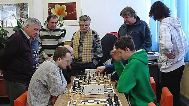 Vsetínského turnaje se účastnilo celkem 28 šachistů z osmi oddílů vsetínského regionu.