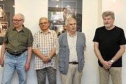Čtveřice fotografů otevřela výstavu svých děl. František Novotný Jan Hrubý Bedřich Randýsek a Vladimír Březovský otevřeli ve čtvrtek 13. července 2017 výstavu s názvem Léto s Foto Q.