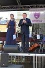 Slavnostní koncert k zahájení činnosti Základní umělecká škola Kostka se uskutečnil v úterý 28. srpna 2018 ve Vsetíně před domem kultury. Přítomné přivítal ředitel školy Karel Kostka se svou zástupkyní Kateřinou Bazelovou.