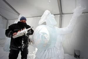 Ledové sochy 2019  Pustevny Jan Paďour z Jaroměře  socha Rytíř