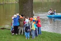 Oslavy Dne Země v Panské zahradě ve Vsetíně, 22.04.08, doprovodný program připravilo zejména Středisko volného času Alcedo, pomáhali také Technické služby Vsetín, Skauti, Tomíci a další