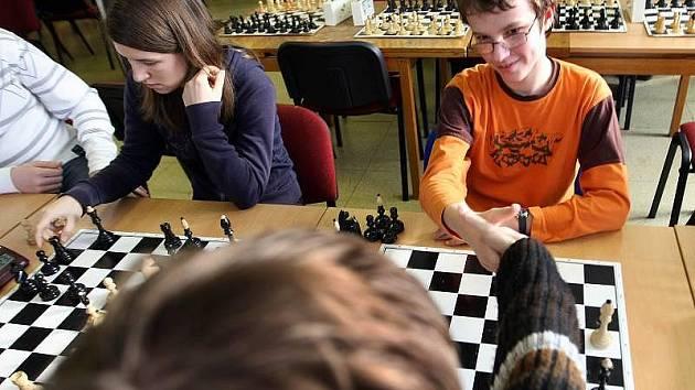 Čtyřiadvacet nejlepších šachových týmů ze základních a středních škol celého Zlínského kraje se sjelo do Střediska volného času Alcedo ve Vsetíně.