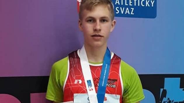 Patnáctiletý atlet Petr Bártek z TJ Valašské Meziříčí se o víkendu 2. - 3. března 2019 stal žákovským mistrem České republiky ve skoku vysokém výkonem 185 centimetrů.