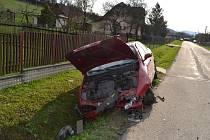 Při dvou nedělních dopravních nehodách hrála hlavní roli nepozornost. Zranili se čtyři lidé.
