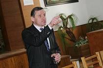 V neděli 30. března se v halenkovském Lidovém domě uskutečnila veřejná debata s Jiřím Čunkem