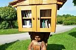 Francova Lhota - knihobudka u kostela svatého Štěpána.