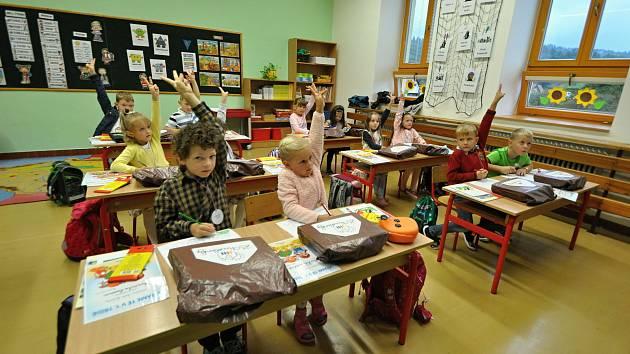 Do lavic základní školy v Huslenkách usedlo 1. září školního roku 2021/2022 patnáct prvňáčků.