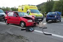 Nehoda tří osobních vozidel