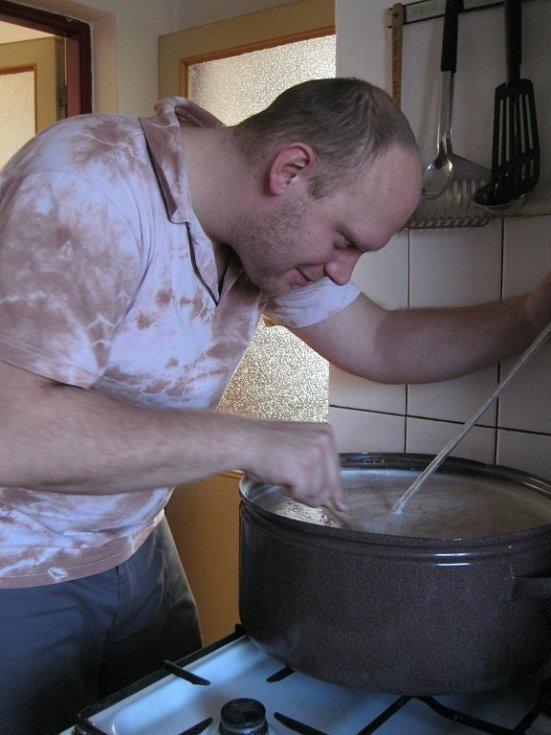 Sládek Pavel Hanuštiak se bez teploměru neobešel. My ho používáme, když zavařujeme okurky, on ho využil při vaření piva.