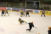 Ve čtvrtém utkání letošní hokejové sezony WSM ligy se ve středu 20. září střetli Na Lapači dlouholetí rivalové. VHK Robe Vsetín hostil HC Zubr Přerov.