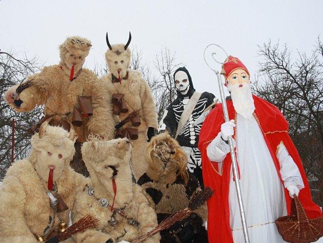 Mikulášská družina ze Študlova.