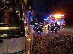 Na Vsetínsku hořel v úterý v časných ranních hodinách autobus jedoucí na trase mezi Huslenkami a Hovězí.