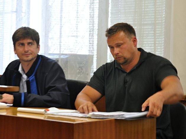 Miroslav Janošek (na snímku vpravo) odešel ještě jednou od soudu bez vynesení trestu.
