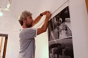 Vsetínští autoři, akademický sochař Miroslav Machala a fotograf Robert Goláň uspořádají společnou výstavu svých děl ve vsetínské Galerii Stará radnice.