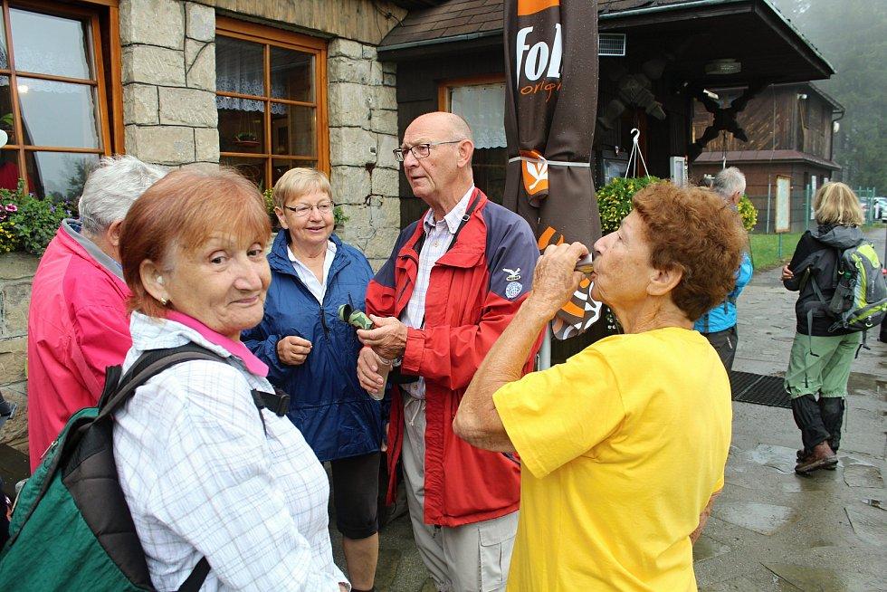 Ve čtvrtek 19. července 2018 si turisté, zástupci KČT, kraje, města Vsetín a okolních obcí připomněli 90. výročí otevření turistické chaty Vsacký Cáb.