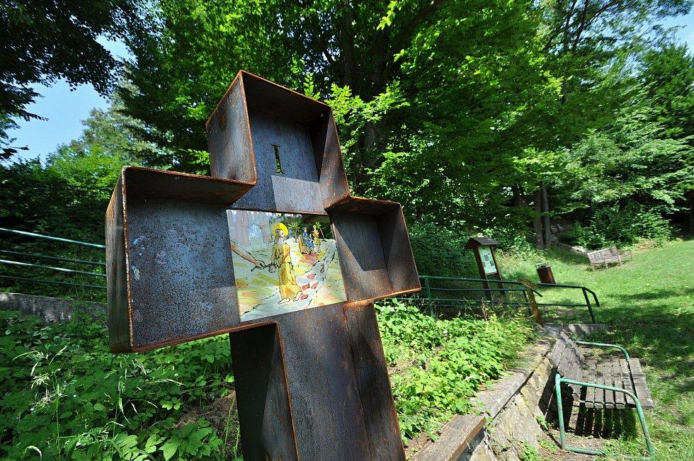 Zašová - jedno ze čtrnácti zastavení křížové cesty, o jejíž vybudování v zahradě zašovského kláštera se zasloužil spolek Matice zašovská.