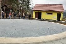 V Bystřičce na Vsetínsku vybudovali kanalizaci a čistírnu odpadních vod za 74 milionů korun. Slavnostní předání hotové stavby se uskutečnilo ve čtvrtek 10. listopadu 2011. Následovat bude roční zkušební provoz.