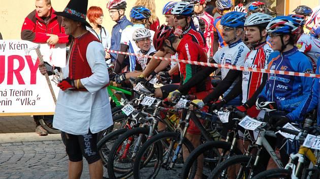 V centru Vsetína odstartoval 14. ročník závodu horských kol Valašská padesátka.