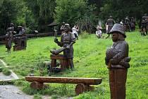 Velké Karlovice. K prohlídce láká galerie soch a kaple sv. Huberta v údolí Pluskovec.