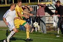 V utkání KP fotbalisté Velkých Karlovic (žluté dresy) prohráli s Kateřinicemi 0:3.