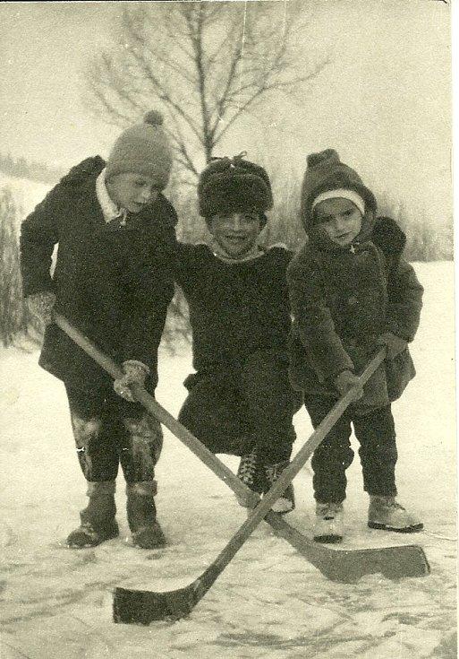 Karolinka-Kobylské nad splavem v roce 1960.